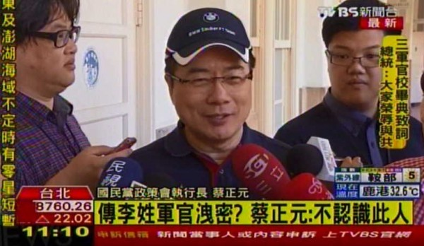 蔡正元今天早上受訪時表示,他完全不認識這名李姓軍官,且堅稱誤射飛彈的消息是從網路上得知。(圖擷自TVBS)