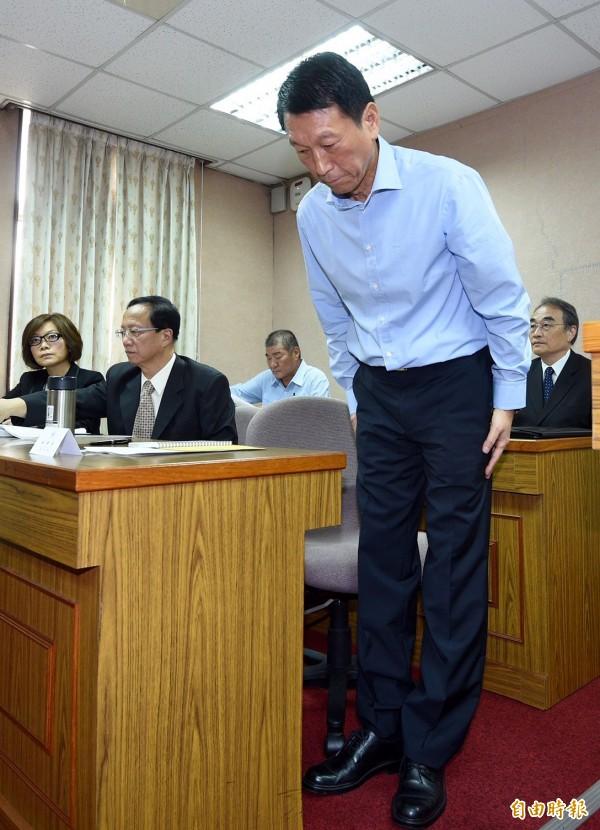 國防部副部長李喜明列席4日立法院司法及法制、內政、外交及國防委員會聯席會議,會前針對雄三飛彈誤射事件向外界道歉。(記者羅沛德攝)
