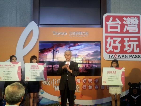 台中市觀光旅遊局長陳盛山表示,中台灣好玩卡推出贈送知名餅店伴手禮等首賣特惠方案。(台中市觀光旅遊局提供)