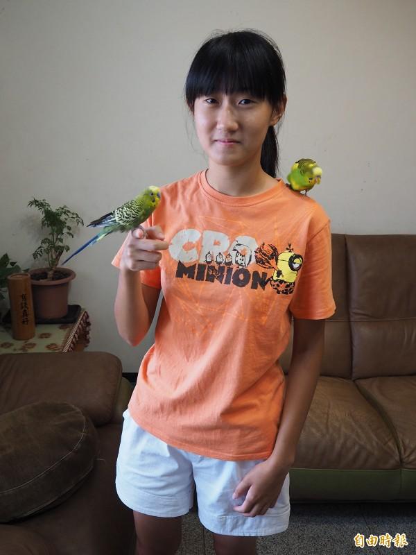 康家瑜會考成績5A,但她為了一圓獸醫夢,將國立台北科技大學附屬桃園農工畜產保健科當作第一志願。(記者陳昀攝)