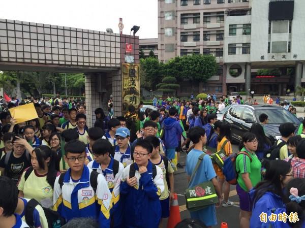 105學年度台南區高中免試入學與特色招生考試分發入學,今天公告錄取名單。圖為今年國三生參加會考。(資料照,記者謝武雄攝)