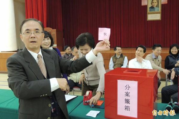 台中高分院承審頂新劣油案受命法官吳幸芬(左一)。(資料照,記者楊政郡攝)