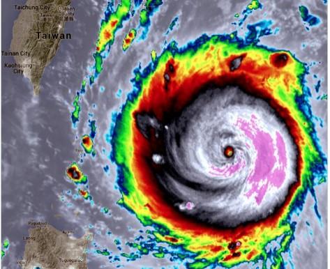 超級強颱尼伯特來勢洶洶,更被外媒直呼「恐怖颱風」。(圖擷取自推特)