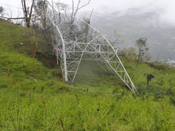 尼伯特颱風造成台東太麻里高壓電塔倒塌(台電提供)
