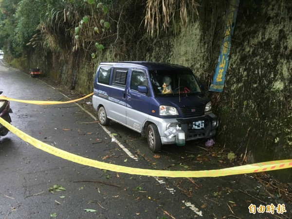 林姓嫌犯的廂型車停在仁愛鄉公所下方的產業道路。(記者佟振國攝)