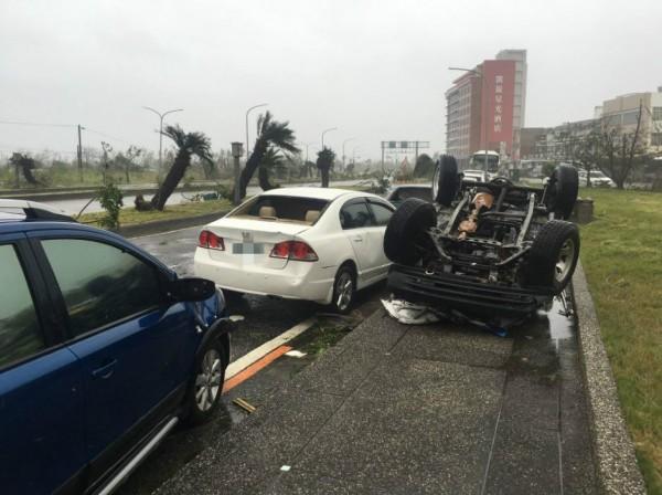 雷諾斯今早則前往台東市區,記錄下台東災後現況。(圖擷取自James Reynolds Twitter)