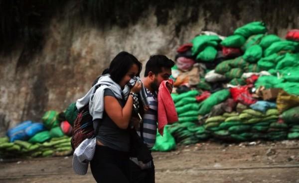 秘魯的印加遺址馬丘比丘可說是許多旅客名單上的必去景點,但近日有外媒報導指出,馬丘比丘城鎮因遊客過多,每天產生高達14噸垃圾,已嚴重影響當地,路上隨處都可見垃圾堆積。(圖擷自《El Comercio》網站)