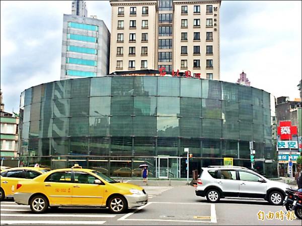柯市府6月間拍板,拆除建成圓環建築體,並改造為綠地廣場。(記者郭逸攝)