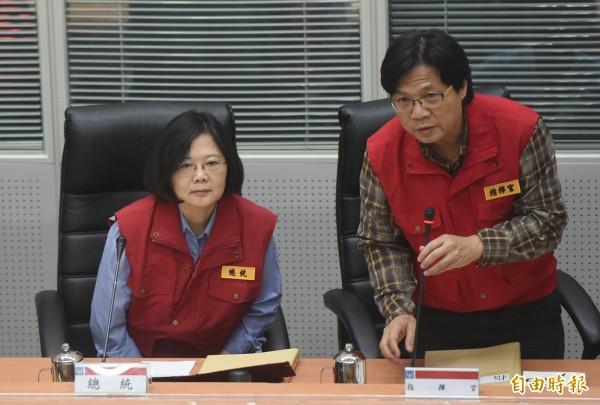 尼伯特颱風重創東台,總統蔡英文(左)今天將前往蘭嶼、綠島、台東縣視察颱風災情。(資料照,記者廖振輝攝)