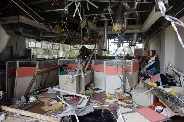 尼伯特颱風重創台東縣,圖為東基公益伙伴家立立基金會辦公空間全毀、受災嚴重。(記者陳賢義翻攝)