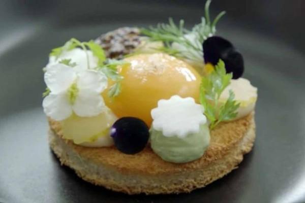 一位荷蘭名廚用大麥克食材做出讓其他廚師都讚不絕口的精緻料理。(圖片擷取自《鏡報》)
