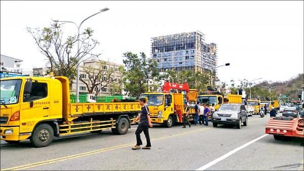 台中市府投入大批人力、物力,趕往台東協助災後復原。(台中市政府提供)