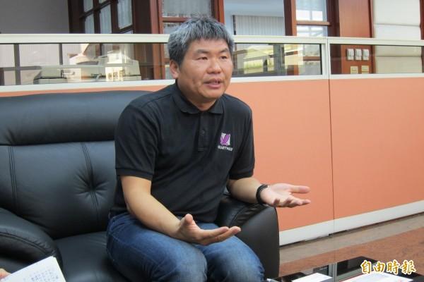 台灣維順工業公司的總經理何永河充滿愛心,永久認養10位家扶貧童。(記者蘇金鳳攝)