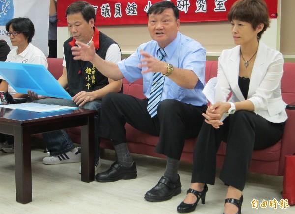 外傳台北市立大學副校長鄭芳梵(右二)將接任北市府體育局局長。(資料照,記者林相美攝)