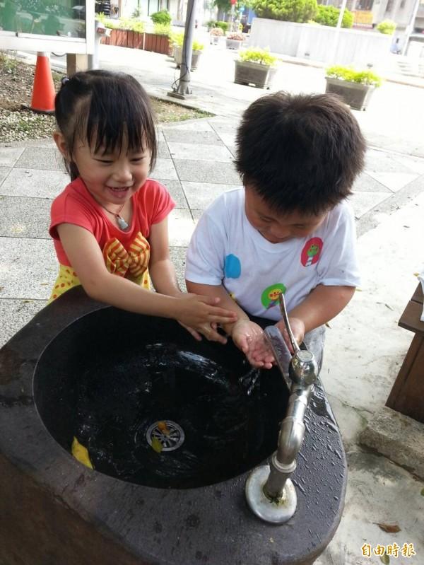 桃園腸病毒降溫。(小朋友勤洗手可降腸病毒資料照,記者賴筱桐攝)