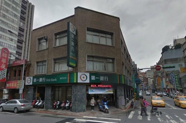 一銀ATM遇駭事件,盜領犯嫌曾在11日跑到台北市南昌路上的「南門分行」想盜領。幸虧當時有民眾出言斥喝,還打電話報警,意外阻止他們在南門分行盜領。(圖擷自Google地圖)