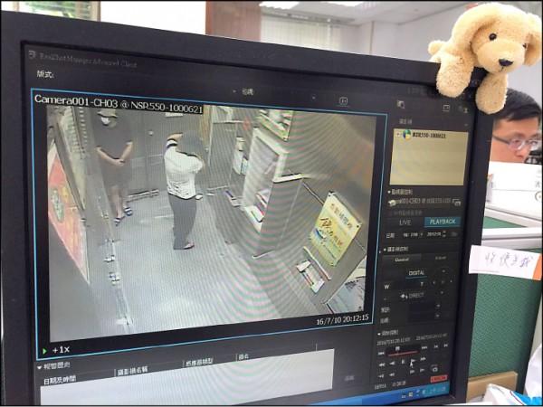監視器拍下俄羅斯嫌犯盜領過程。(一銀提供)