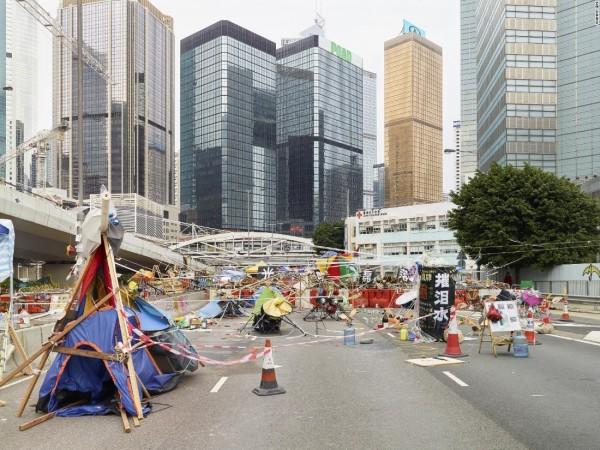 抗議者佔領街頭照顯示抗議文化。(圖擷取自CNN)