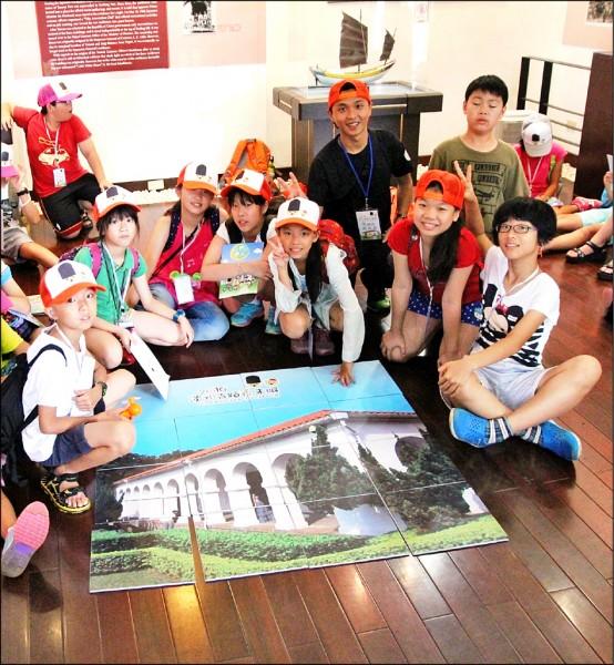 新北市立淡水古蹟博物館舉辦「淡水古蹟夜未眠」體驗營,學童們都很興奮能在小白宮過夜。(淡水古蹟博物館提供)