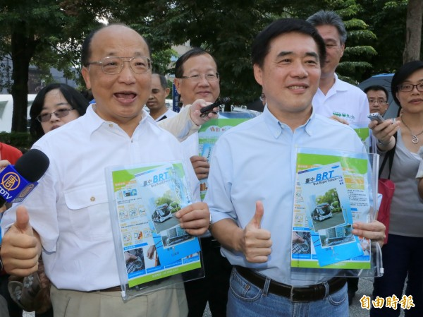 有報導指出,國民黨兩位兼任副主席郝龍斌(左)與胡志強(右)都分配到極少資源,兩人在黨內就像花瓶一樣。(資料照,記者唐在馨攝)