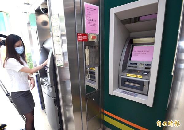 調查局新北市調查處追查發現,台北、台中還有4台ATM也有異常連線狀況,應該也曾被鎖定攻擊,試圖盜領,只是沒有提領成功。(資料照,記者羅沛德攝)