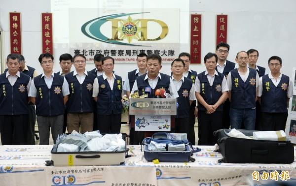 一銀ATM遭駭盜領案宣布破案,基層員警「台灣鴿」認為,風光背後是台灣警察「世界級血汗」換來的。(記者林正堃攝)