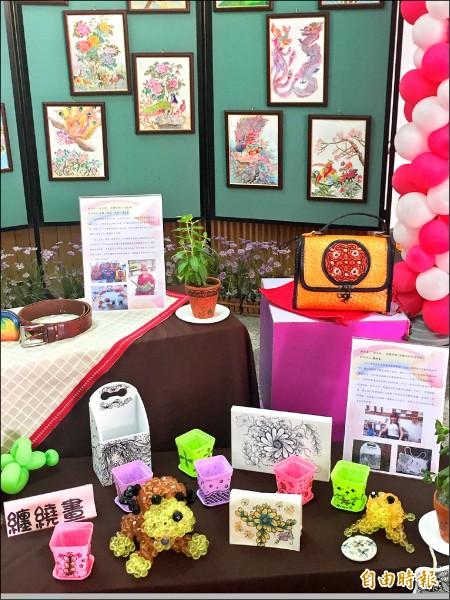 身心障礙福利服務中心舉辦自立生活藝術聯展。 (記者羅欣貞攝)