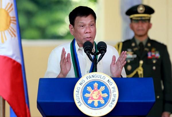 菲律賓總統杜特蒂(Rodrigo Duterte)以強硬手段打擊犯罪著稱,上台後便風行雷厲掃毒,向毒品宣戰,許多毒販、吸毒者紛紛自首。(資料照,美聯社)