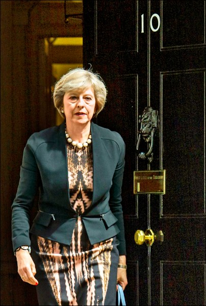 英國新首相梅伊將搬進唐寧街十一號樓上較寬敞的公寓,而非官方原配給首相居住的唐寧街十號官邸,一般推測是為了更大的廚房。 (歐新社檔案照)