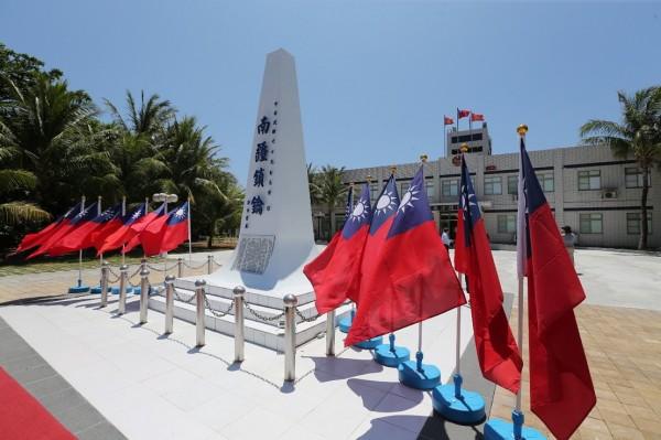 太平島,指揮部外「南疆鎖鑰」碑。(資料照)