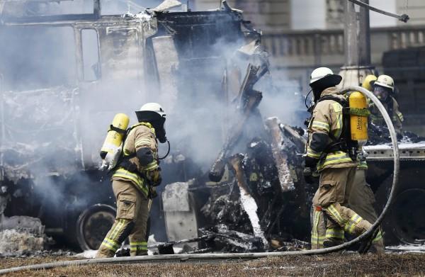 德國柏林今(20)日傳出車禍事故所引起的卡車爆炸事件,柏林民眾一度以為發生恐怖攻擊事件,引起不小恐慌。(路透)