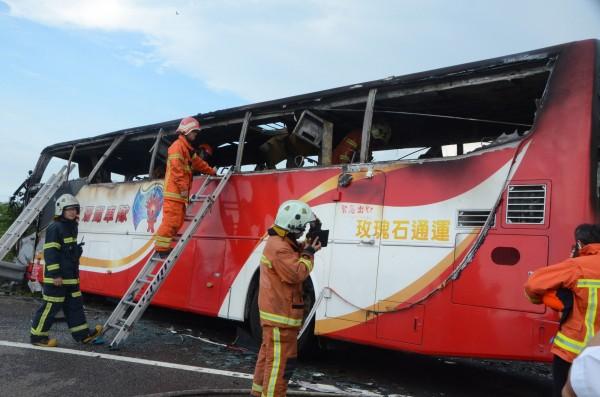 國道2號火燒車事故帶走24個中國旅客的性命。(資料照,記者鄭淑婷攝)