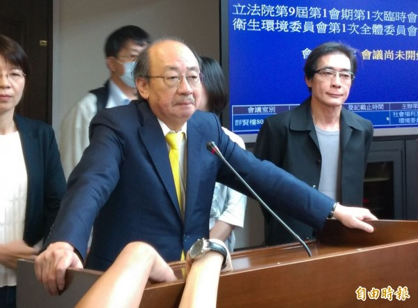 「砲口不對內」,民進黨團總召柯建銘表示不會懲處今日缺席未到的林淑芬。(記者陳鈺馥攝)