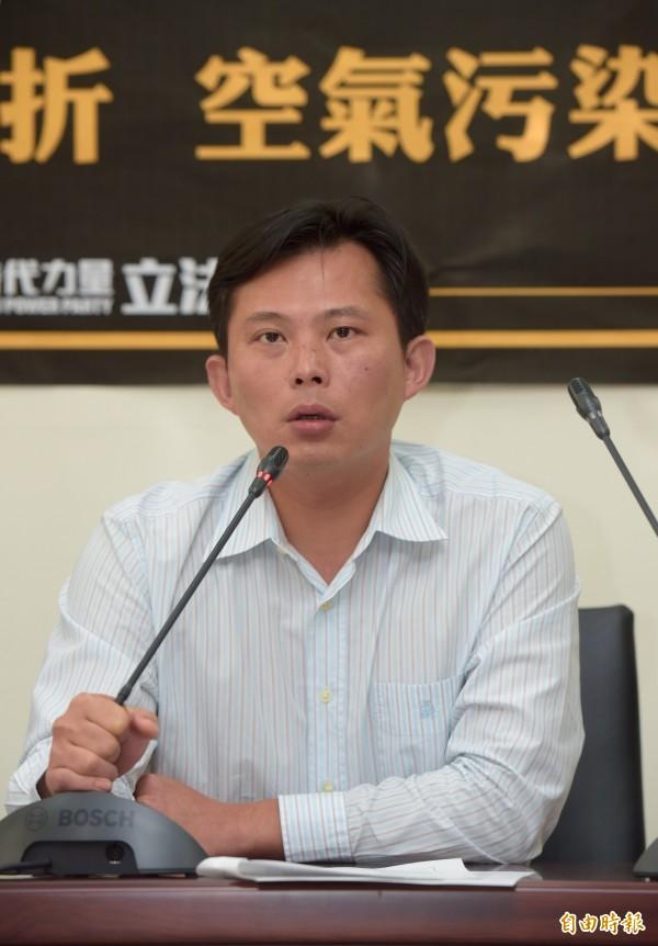 黃國昌怒嗆國民黨的二例法案根本是打假球。(記者黃耀徵攝)