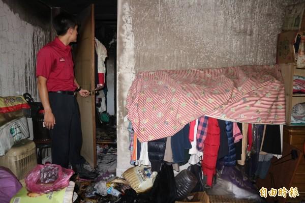 陳姓母子當時機警將臥室門關上,因此濃煙、火勢未延燒進房內,成功獲得救援。(記者陳薏云攝)