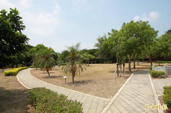 中港溪出海口的官義渡生態公園,未來在工程完工後,料將有番新面貌。(記者鄭鴻達攝)