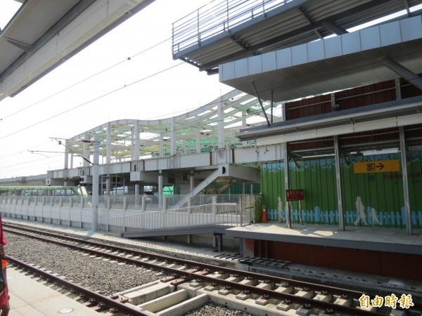 台中捷運綠線中山醫大站及台鐵新大慶站,將建連通道,轉乘不必日曬雨淋。(記者蘇金鳳攝)