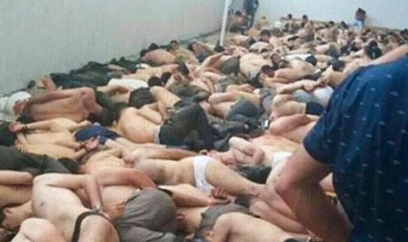 許多土耳其政變被捕者現在仍被關在馬廄、體育館中。(圖片擷取自《Express》)