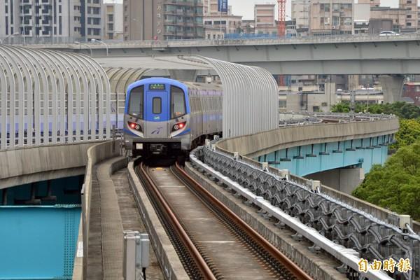 綠線捷運已經完成PCM審查,圖為機場捷運試車情況。(記者謝武雄攝)