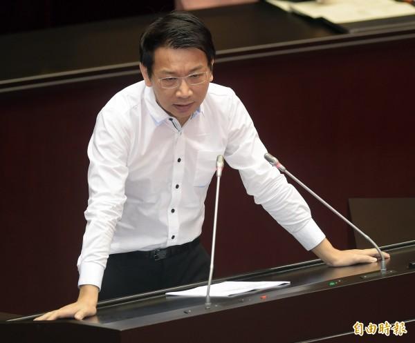 時代力量黨立委徐永明,在臉書上環園今早協商過程。(資料照,黃耀徵攝)