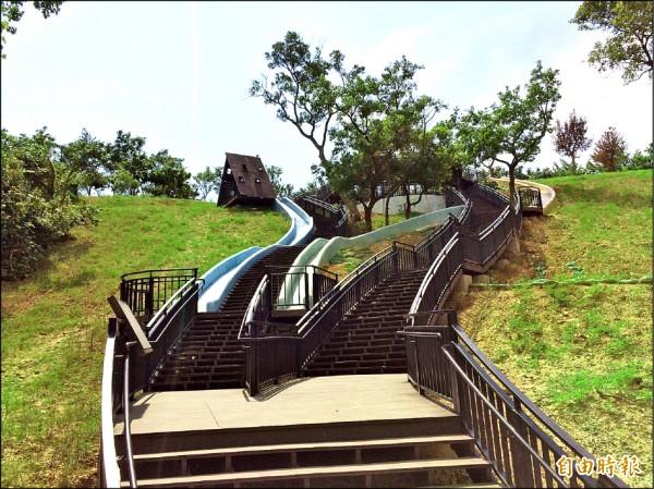新竹市青青草原北台灣最長磨石子溜滑梯今天開放!還有有自然探索樂園、樹屋和賞鳥區,將成為北台灣最大的戶外兒童樂園。(記者洪美秀攝)