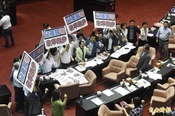 台灣指標今公布最新民調,針對立法院本週三讀通過「政黨及其附隨組織不當取得財產處理條例」,有60.6%受訪民眾認為這有助於台灣的民主發展。(資料照,記者陳志曲攝)
