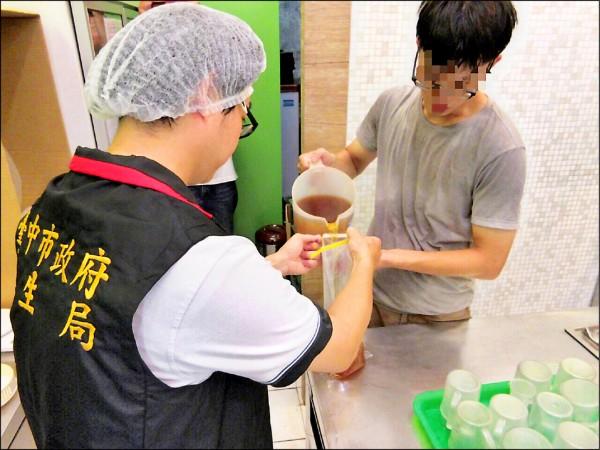 Mr. Wish一中店的綠茶,初驗生菌數、大腸桿菌、大腸桿菌群超標,複檢後生菌數仍超標137倍。(記者蔡淑媛翻攝)