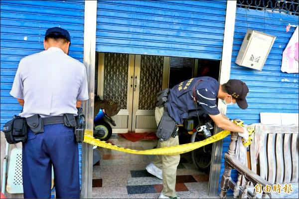 警方在命案現場拉起封鎖線。(記者林孟婷攝)