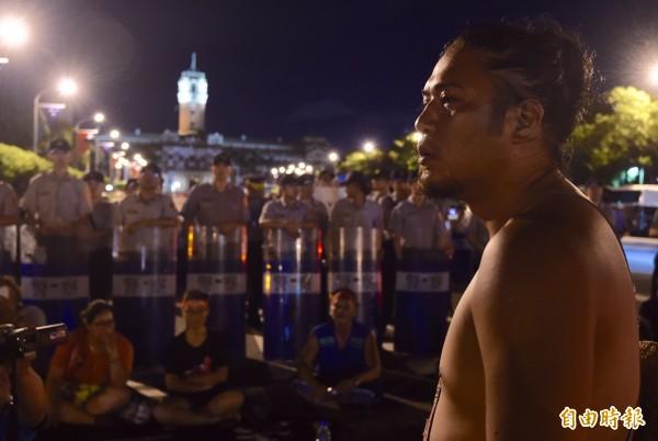 原住民族轉型正義聯盟聚集在凱道,一度與警方發生衝突。(記者簡榮豐攝)