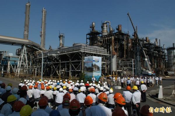 高市府證實中油已於7月27日設籍高雄,地址位於已關廠的中油高雄煉油廠(如圖)。(記者葛祐豪攝)