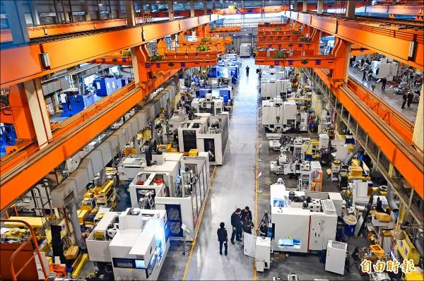 經濟部長李世光指出,台灣善用ICT產業的優勢,可以造就機械業從根本面的變革。圖為台中市大甲幼獅工業區的廠房一景,今年二月,蔡英文曾以總統當選人身分,前往進行智慧機械產業之旅。(資料照,記者廖耀東攝)