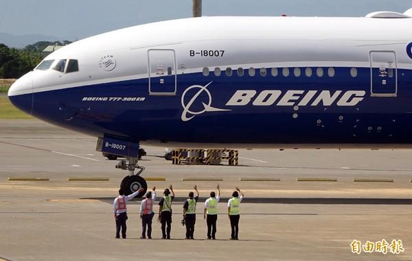 華航空服員工會針對未配合罷工的會員祭出開除的處分,其中包括跟著總統專機出訪的空服員,引發爭議。(資料照,記者朱沛雄攝)