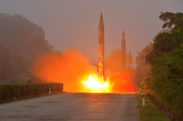 北韓今早再度發射一枚導彈,最後疑似落入日本經濟海域內。(資料照,法新社)