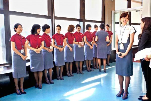 執行總統出訪專機任務的十位華航空服員遭工會除名,總統府發言人強調,「蔡總統非常關心此事」。(資料照,中央社)